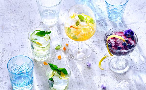 3 Drinks for refreshment in the summer with cucumber, blue berres and mango