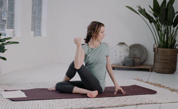 Start je yogaroutine voor thuis met deze basisoefening