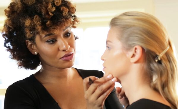 How make-up can influence your mood