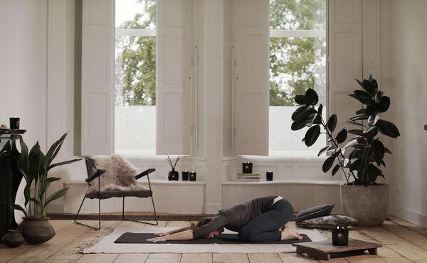 Vollmond-Yogaroutine für neue Balance in ruhelosen Nächten