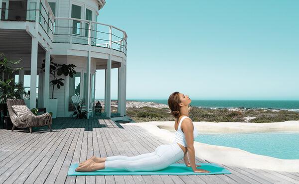 Sequência de ioga refrescante para ajudar a dormir nas noites de verão