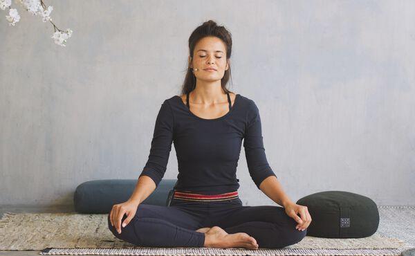 Vantagens da prática noturna de yoga