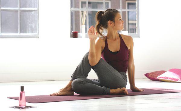 Uma sequência de yoga estimulante para Kapha