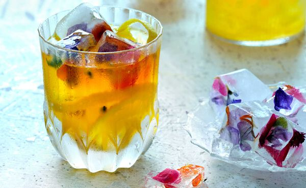 Drinks in summer to cool down with lemonade, passion fruit and orange