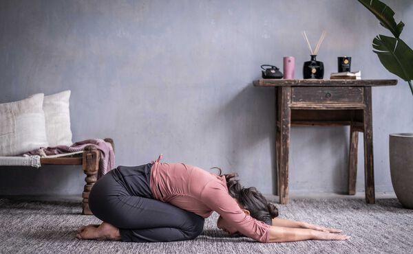 Experimente estas posturas de ioga yin para dormir melhor