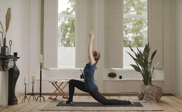 Afterwork Yoga-Kurs, um Schäden vom Bürojob aufzuwiegen