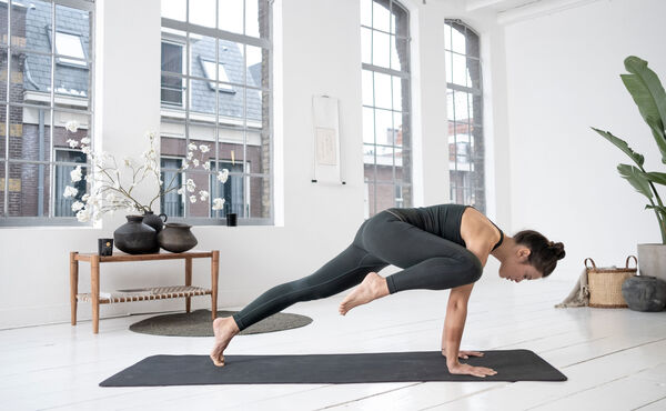 Strengthen your core with this yoga-pilates flow