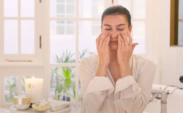 Facial Tapping: The Best Massage for Your Complexion