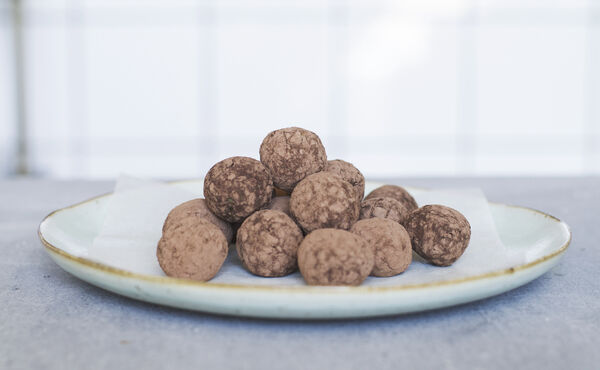 Superballen met rauwe cacao en matcha en baobab