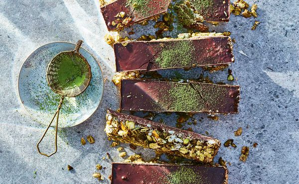 Matcha granola bars recipe for a dose of healthy sweetness