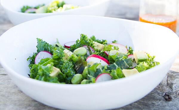 Deze Japanse salade met boerenkool en wakame is goed voor je huid