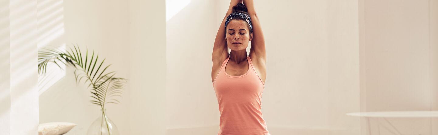 b3f33fafc La guía para principiantes para hacer yoga en casa | RITUALS