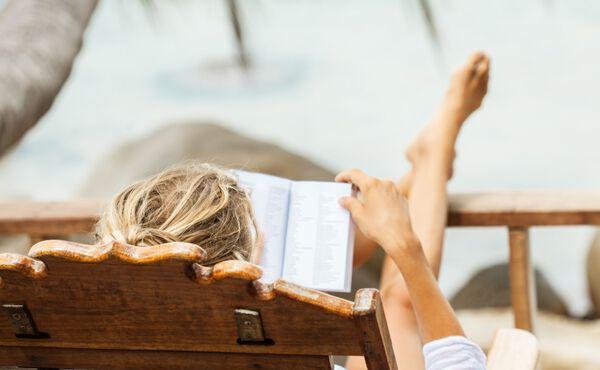 Dit zijn de beste boeken om de zomer ontspannen mee door te komen