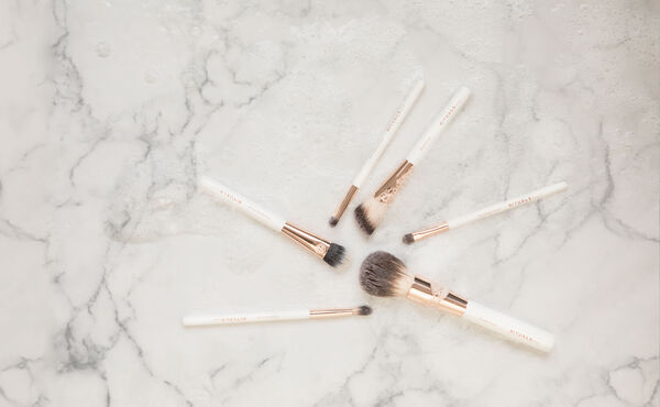 How to Clean Your Makeup Brushes: the Best Tips by an Expert