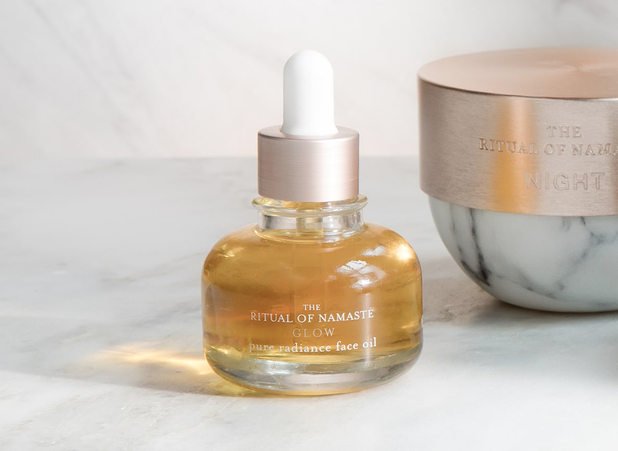 Shop to receive the Glow Face Oil for free